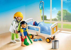 Dětská lékařka s pacientem 6661