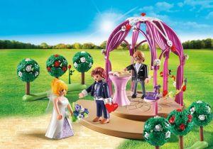 Svatební pavilon s nevěstou a ženichem 9229