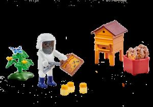 Včelař s úlem 6573